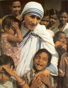 """+ 5 september 1997 Moeder Teresa, stichteres """"Orde van de Missionarissen van de Naastenliefde"""" & kloosterzuster. In 2003 wordt Moeder Teresa door Paus Johannes Paulus II zalig verklaard."""