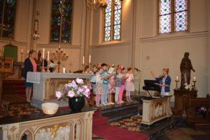 Het Kinder Koor verzorgt de zang